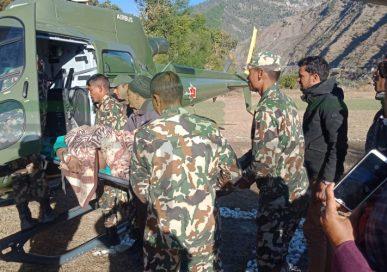 बझाङमा सेनाको हेलीकोप्टरद्वारा सुत्केरीको उद्धार