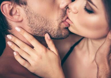 आफ्नो पार्टनरलाई खुशी पार्न यसरी गर्नुहोस् चुम्बन