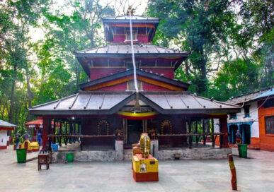 बागलुङ कालिका मन्दिर परिसरमा आगलागीः मन्दिर जोखिममा