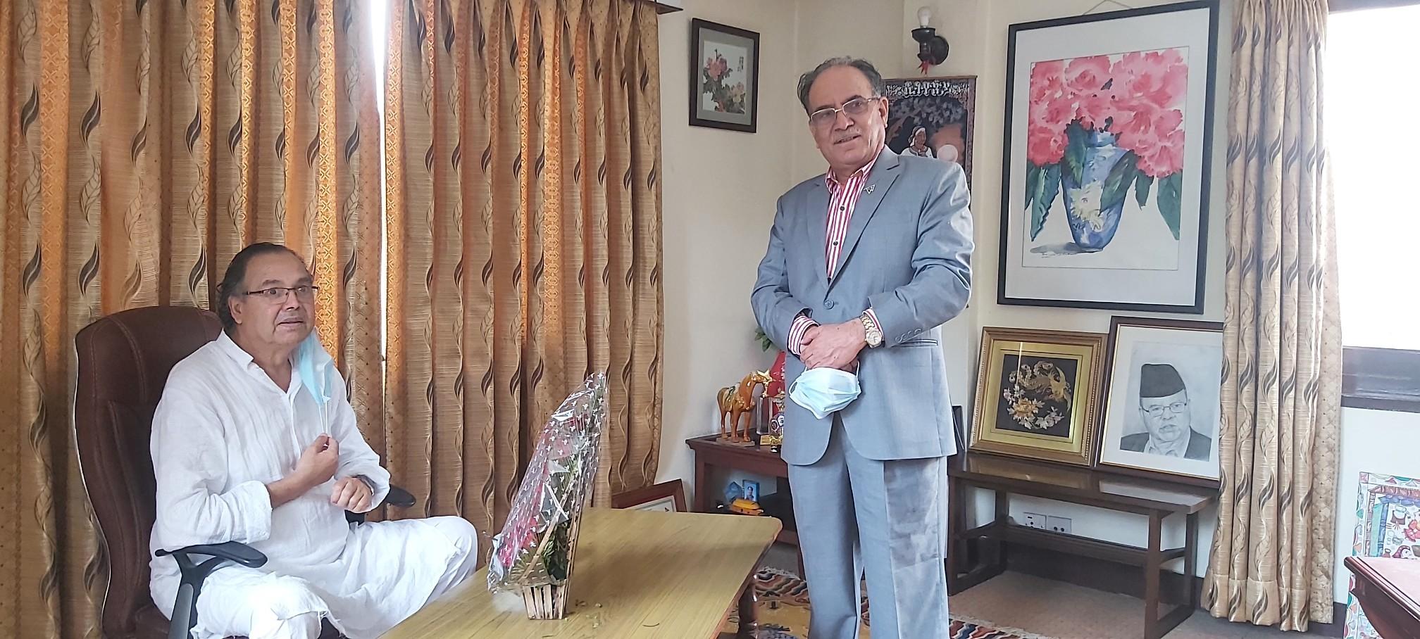 अध्यक्ष दाहालद्वारा पूर्वप्रधानमन्त्री खनालको स्वास्थ्यलाभको कामना (फोटोफिचर)