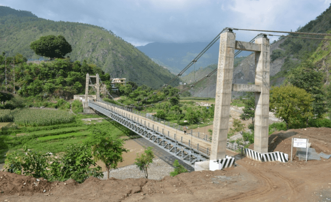 रोशीखोलामा पक्की पुल बनेपछि स्थानिय खुशी